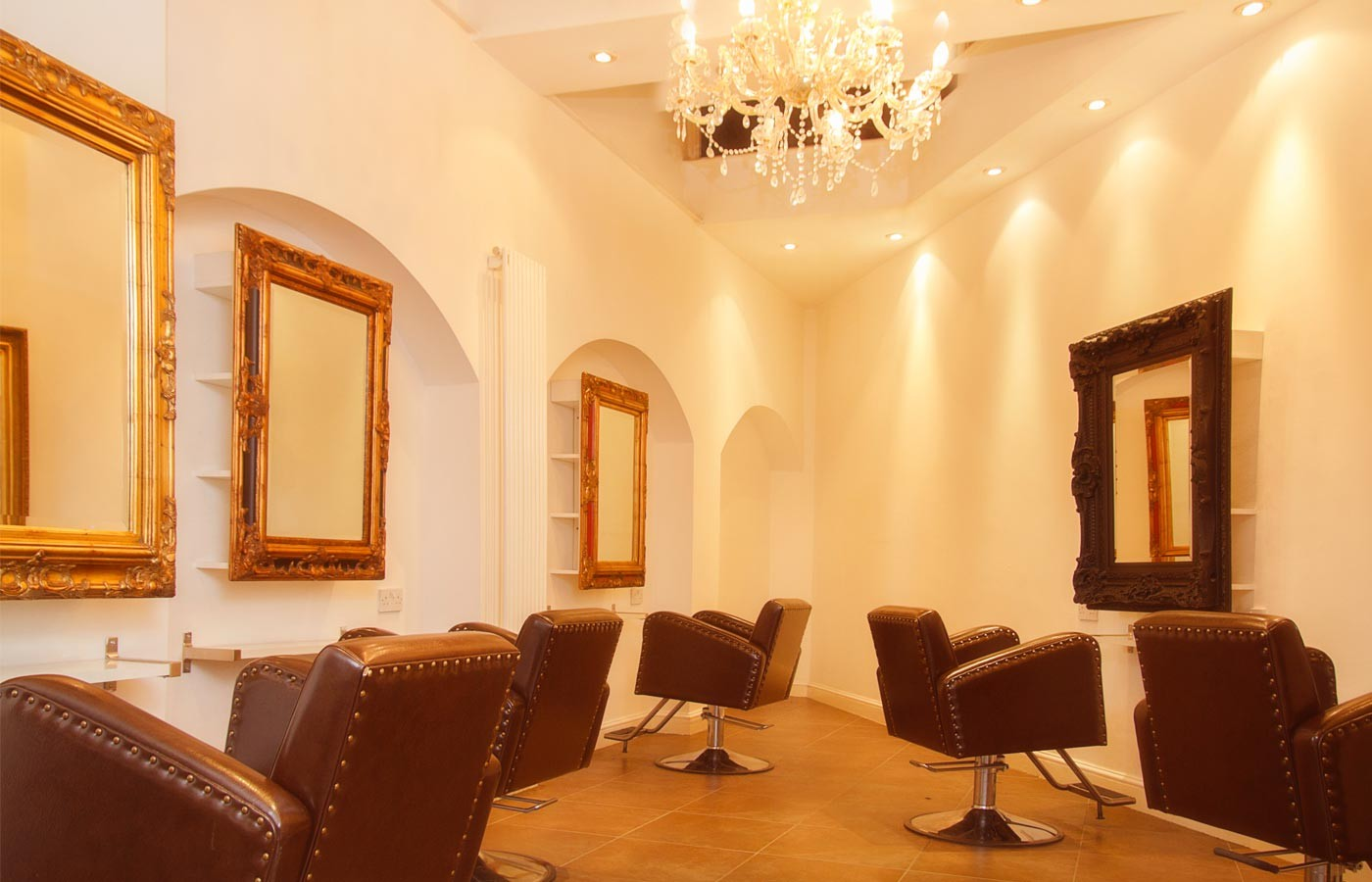 Salon baroque design latest hallucinant salon baroque for Meuble baroque moderne